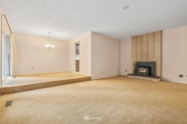 414 208th Street SE