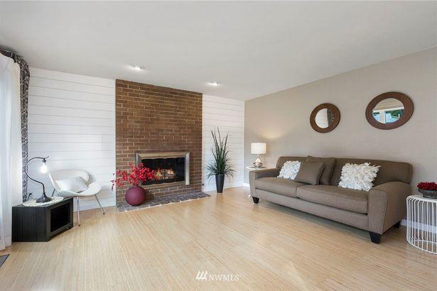 131 NW Woodridge Place
