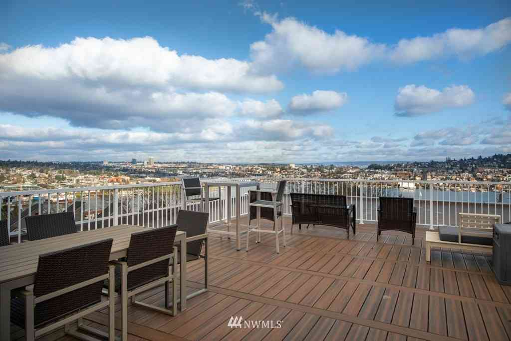 559 McGraw Street #403, Seattle, WA, 98109,
