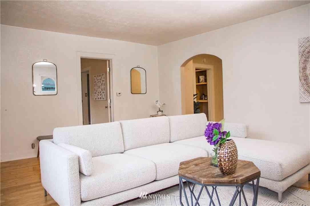 Sunny Living Room, 5209 S Dawson Street, Seattle, WA, 98118,