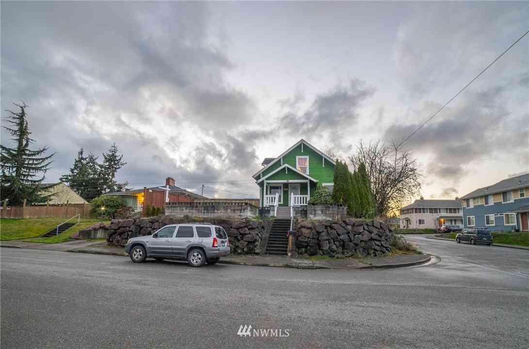 902 Maple Street, Everett, WA, 98201,