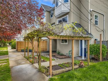 8835 Stone Avenue N #A, Seattle, WA, 98103,