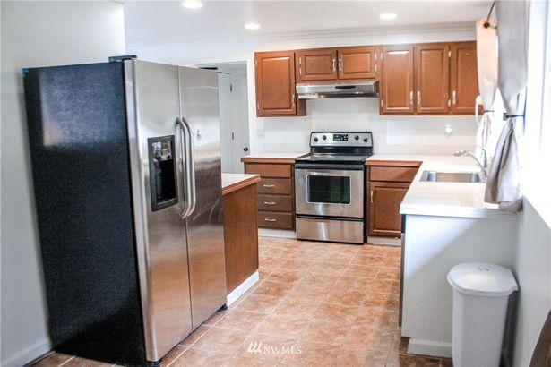 1504 168th Avenue NE