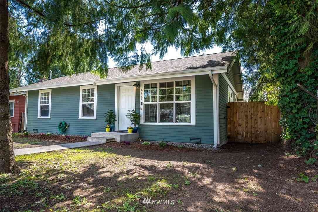 6705 NE Pine Street, Suquamish, WA, 98392,