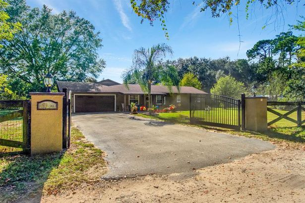 17224 OLD COUNTRY LANE