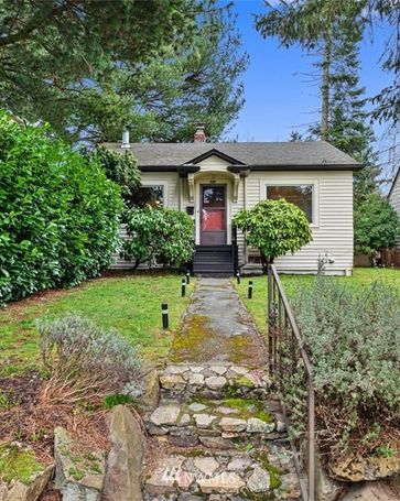 8820 12th Avenue NE Seattle, WA, 98115