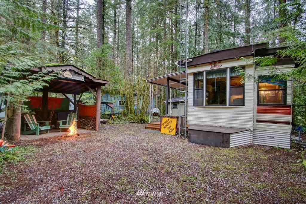 184 Big River Boulevard E, Deming, WA, 98244,