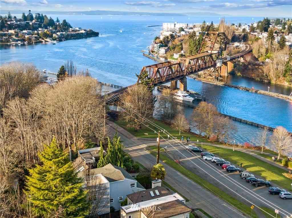 3363 W Commodore Way, Seattle, WA, 98199,