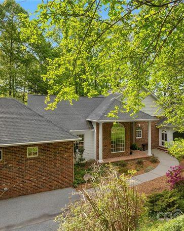135 Connemara Overlook Drive Hendersonville, NC, 28739