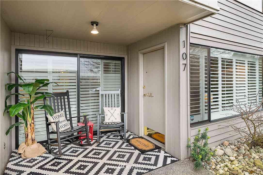 3661 24th Place W #107, Seattle, WA, 98199,