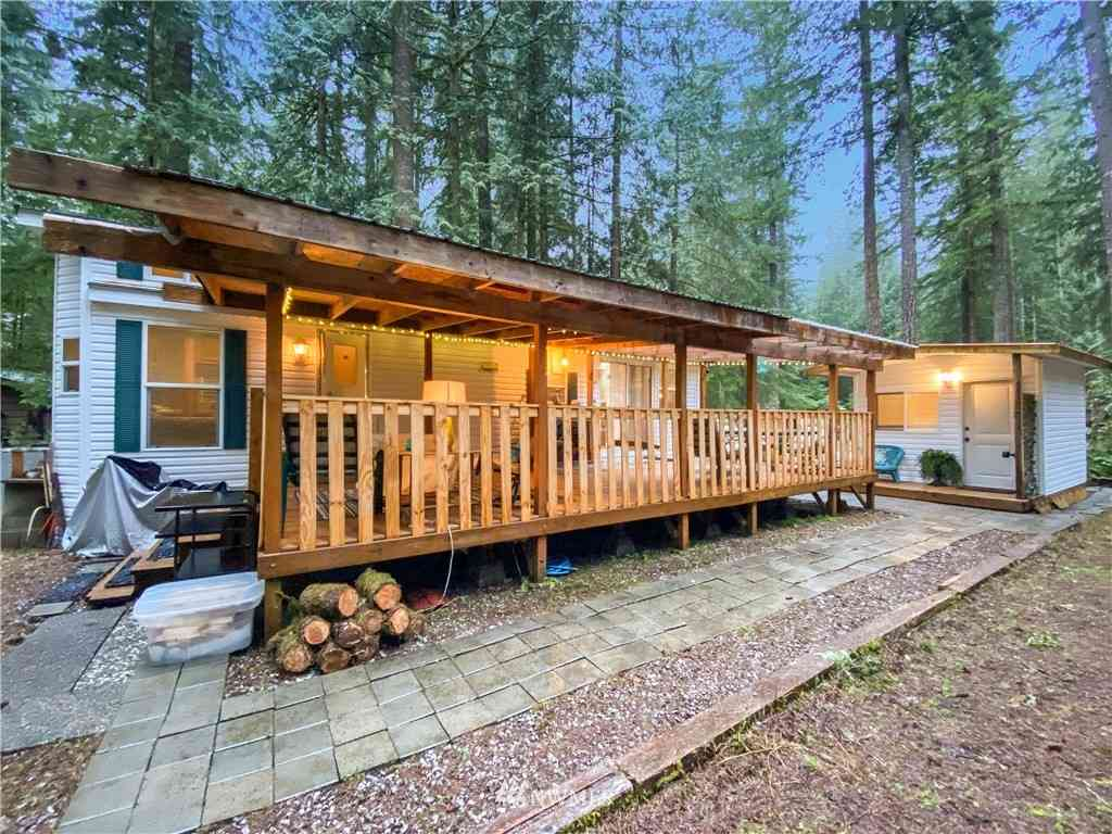 182 Big River Boulevard E, Deming, WA, 98244,