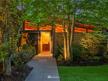 2128 Broadmoor Drive E, Seattle, WA, 98112,