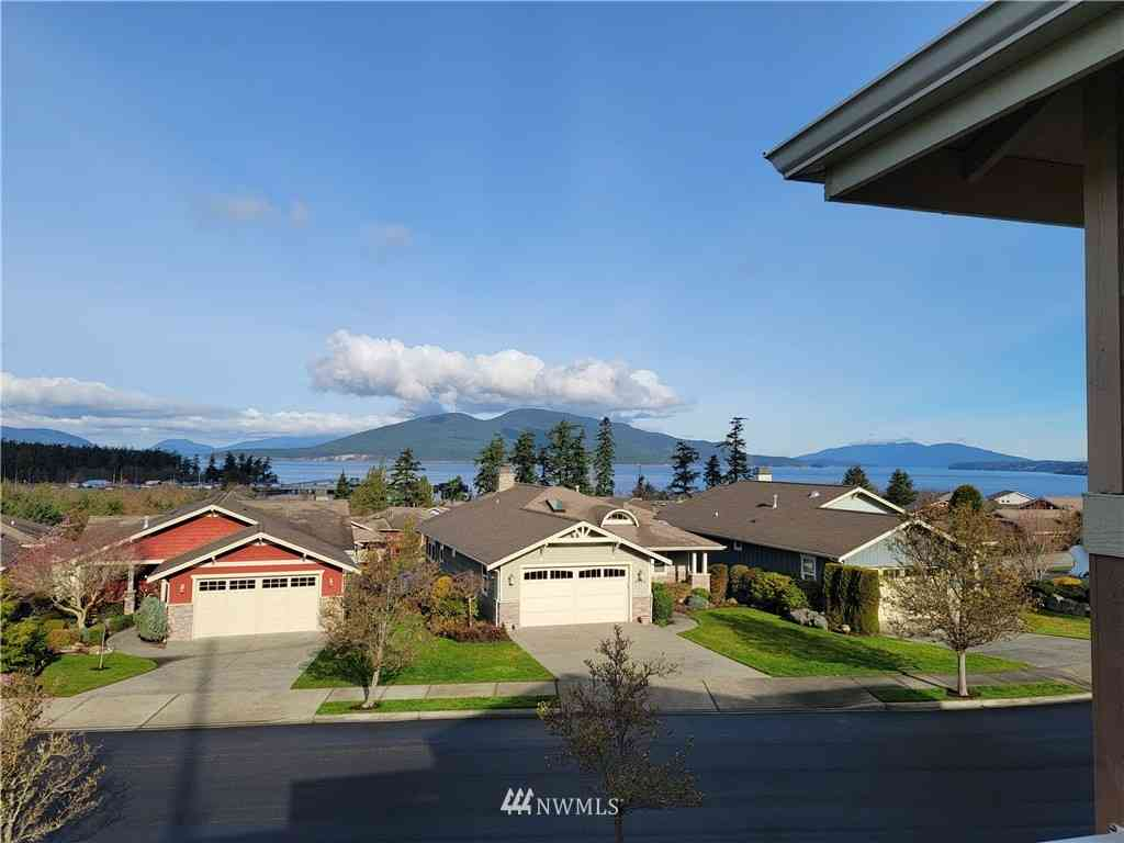 4909 Portalis Way, Anacortes, WA, 98221,