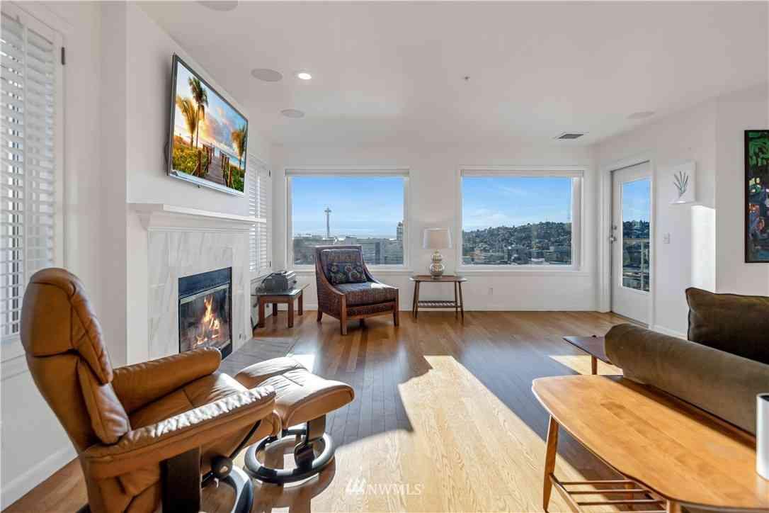 Sunny Living Room, 420 Melrose Avenue E #703, Seattle, WA, 98102,