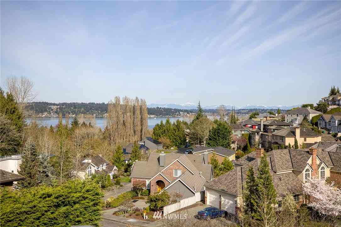 8902 45 Avenue NE, Seattle, WA, 98115,