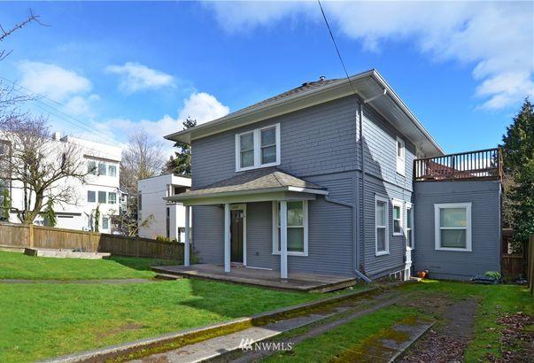4226 Winslow Place N