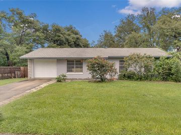 935 APRIL HILLS BOULEVARD, Lady Lake, FL, 32159,