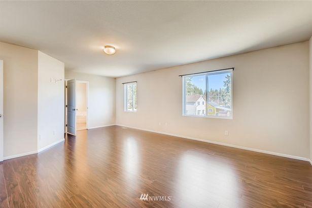 2408 Redwood Court SE