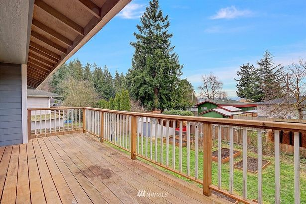 27548 79th Drive NW