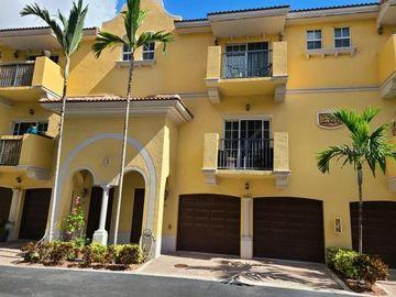 Undisclosed Address, Fort Lauderdale, FL, 33315,