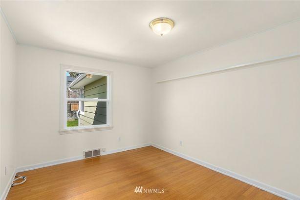 3243 37th Avenue SW