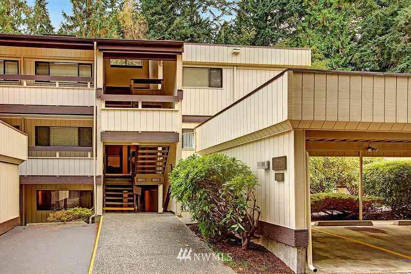 13735 15th Avenue NE #A12, Seattle, WA, 98125,