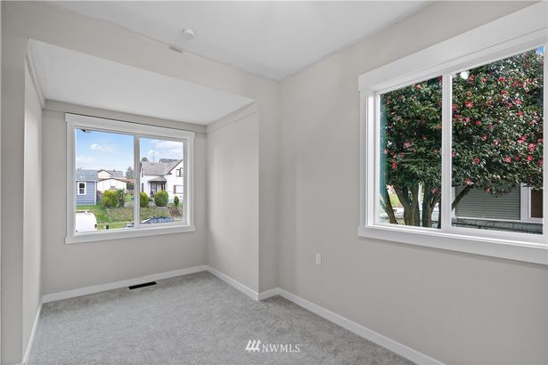 2143 S Ainsworth Avenue