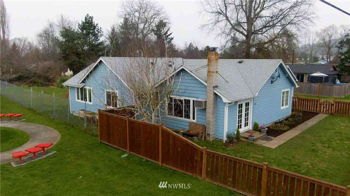 623 1st Avenue E, Pacific, WA, 98047,