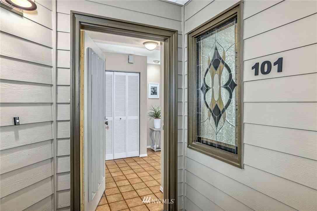 17440 NE 38th Street #A101, Redmond, WA, 98052,