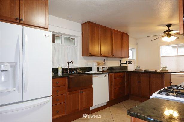 8410 165th Avenue NE