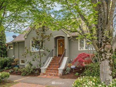 7419 Stone Avenue N, Seattle, WA, 98103,