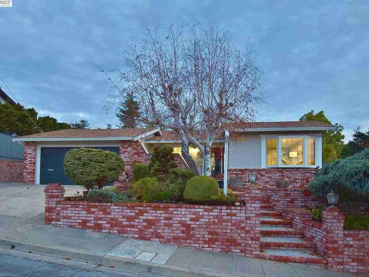 5679 Sun Ridge Ct Castro Valley, CA, 94552