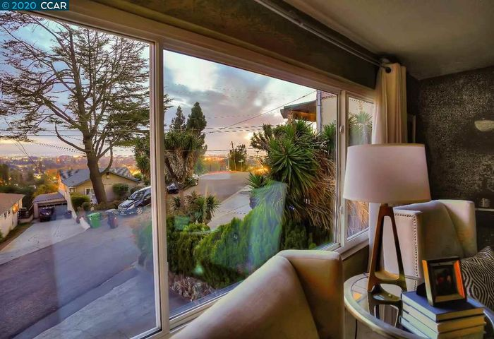 3067 Broadmoor View