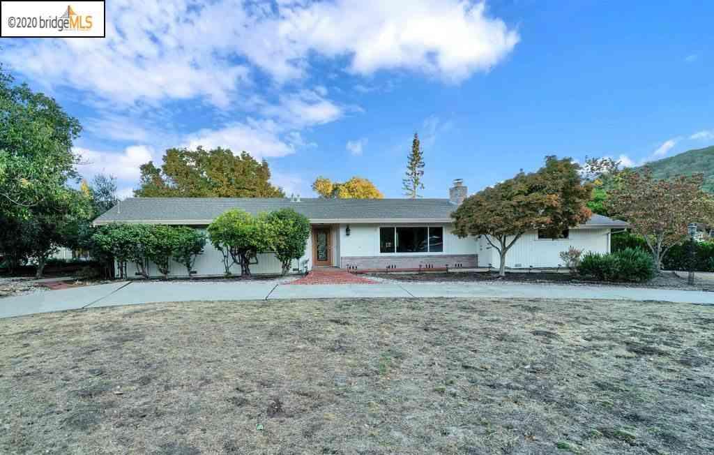 1325 None, Moraga, CA, 94556,
