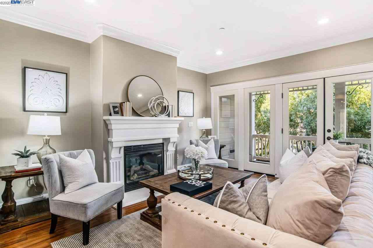Sunny Living Room, 318 Livermore Ave #108, Livermore, CA, 94550,