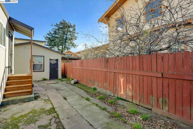 2242 96th Ave