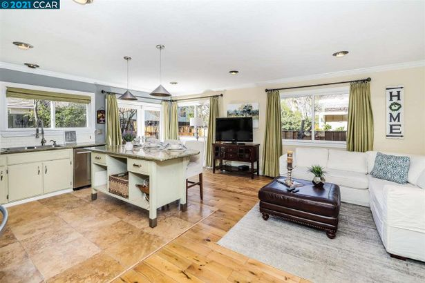 4398 N. Red Maple Court