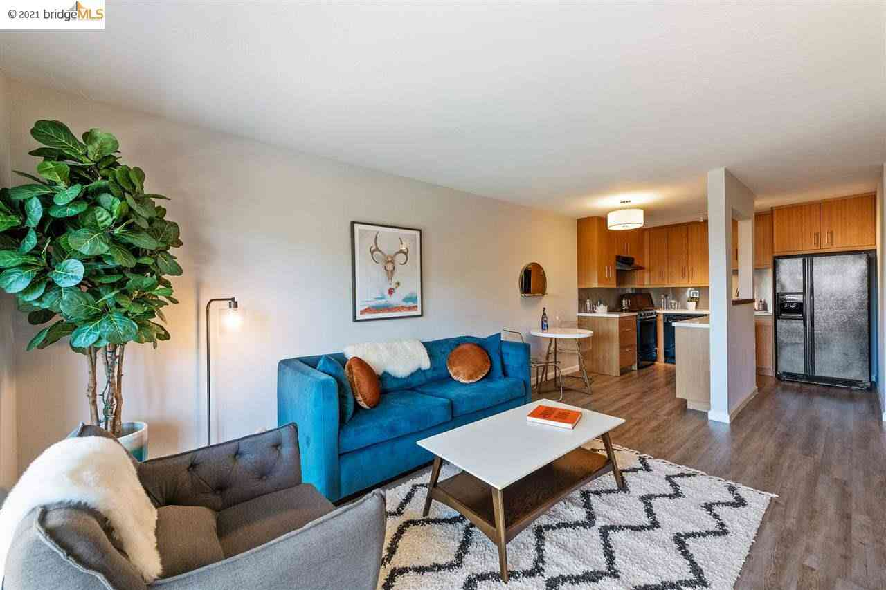 Sunny Living Room, 425 Orange St #211, Oakland, CA, 94610,