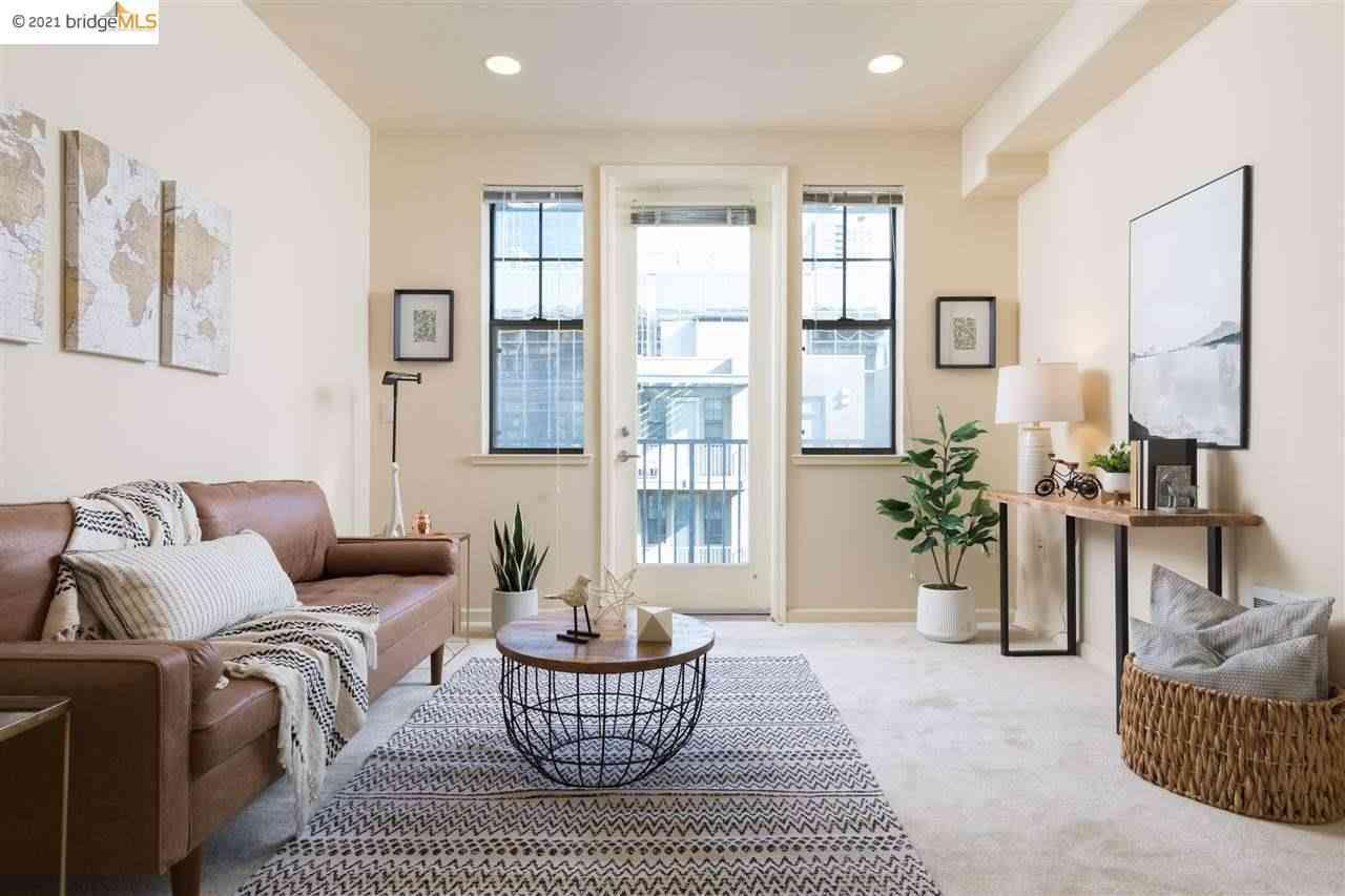 Sunny Living Room, 989 Franklin St #622, Oakland, CA, 94607,