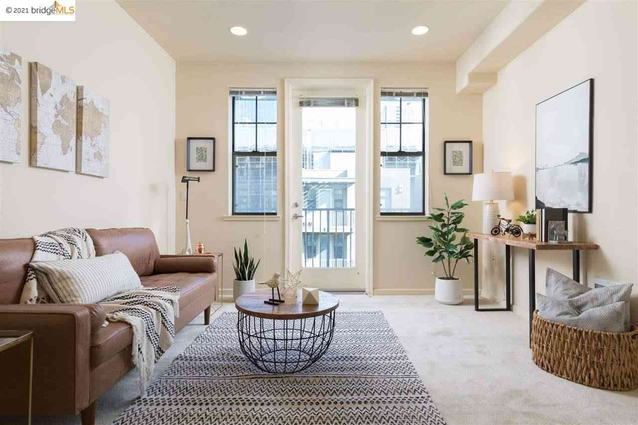 Sunny Living Room, 989 Franklin St #622, Oakland, CA, 94607,