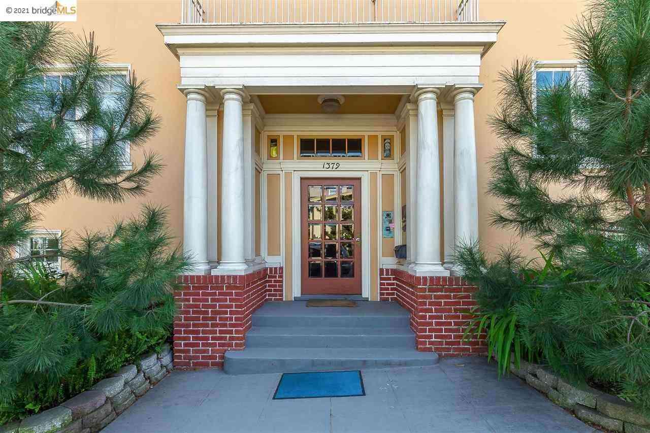 Sunny Living Room, 1379 Hampel St #4, Oakland, CA, 94602,