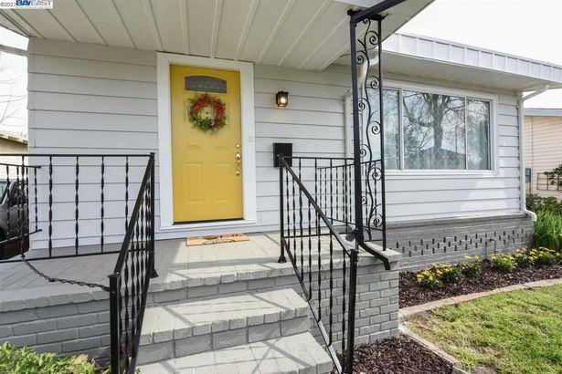 230 Bancroft Ave