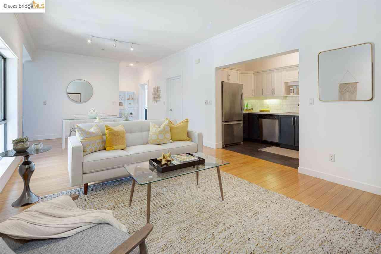 Sunny Living Room, 574 48Th St #304, Oakland, CA, 94609,