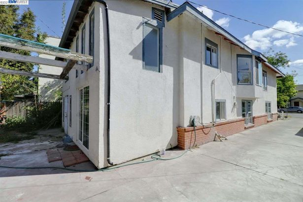 1235 South San Joaquin St