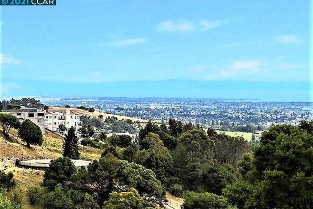 1680 Grand View Drive