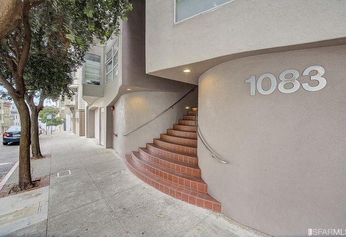 1083 Clay Street #201