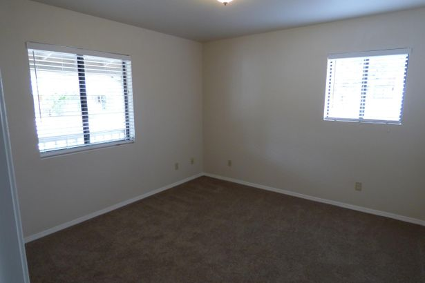 4945 N Columbine Drive
