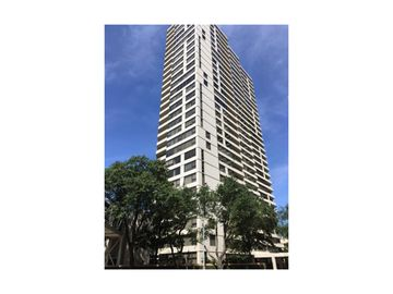 15 Greenway Plz #11B, Houston, TX, 77046,