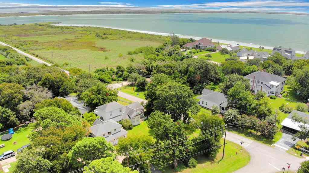 90 Bayridge Road, Morgans Point, TX, 77571,