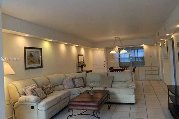 5005 Collins Ave #404